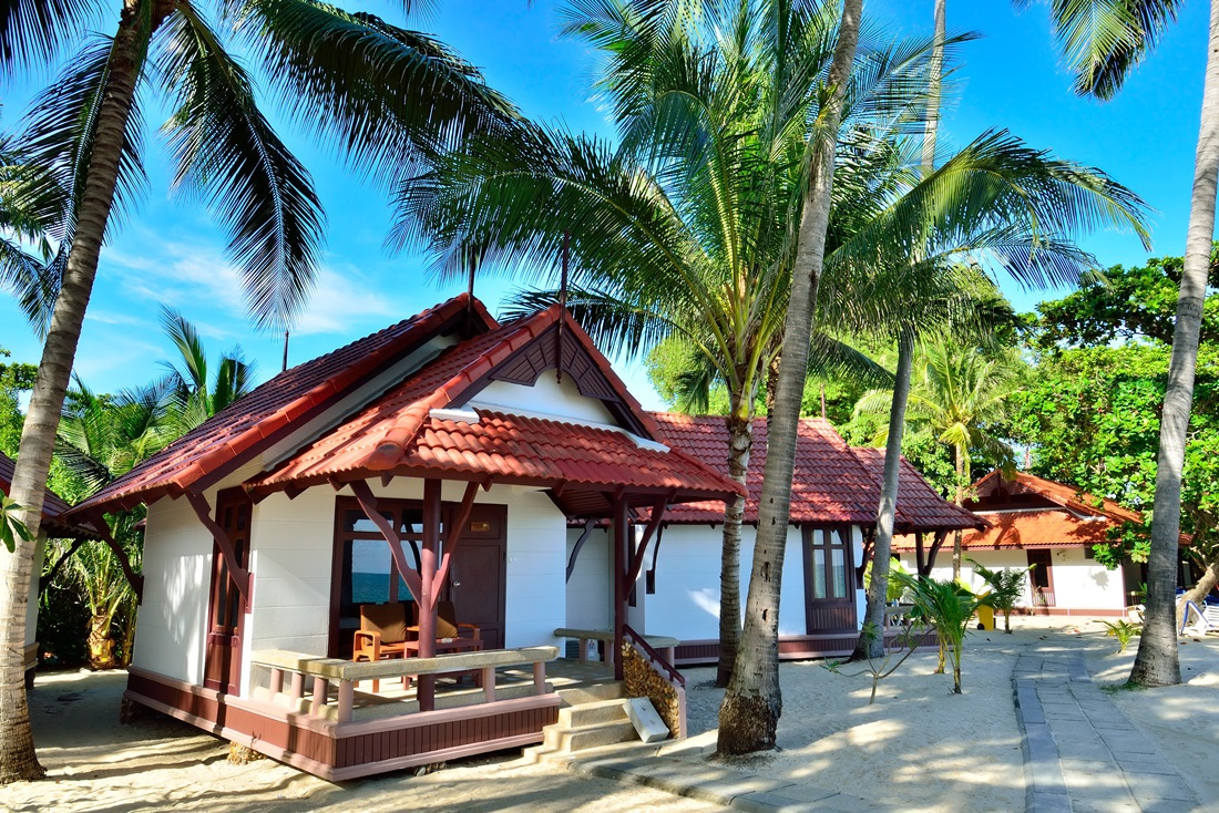 Bungalow beachside first bungalow beach resort samui hotel for Hotels koh samui