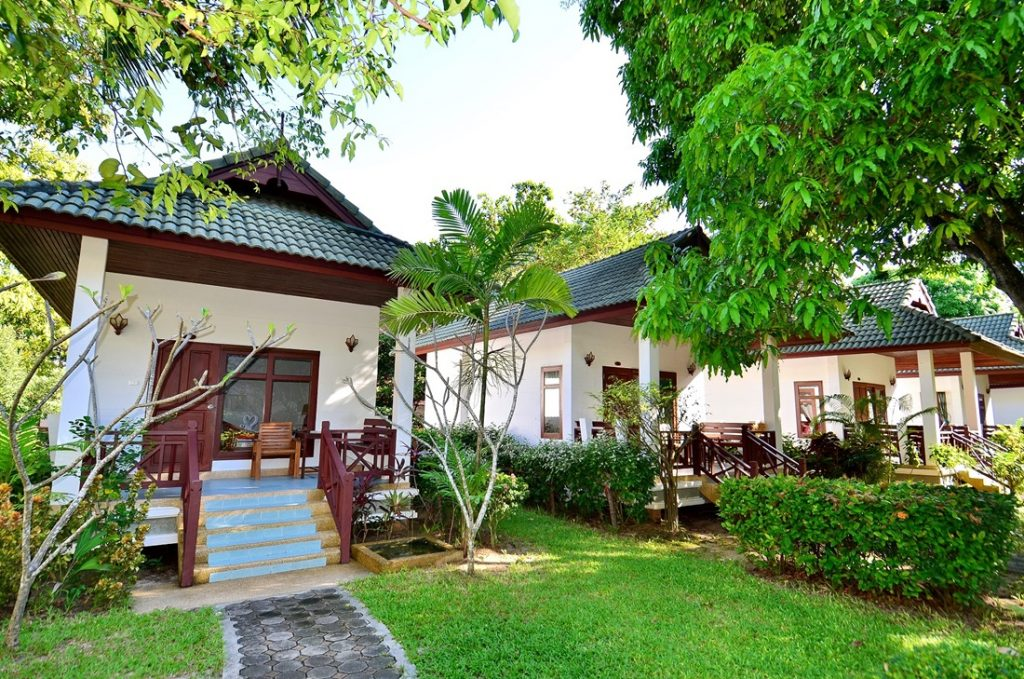Book hotel online First Bungalow Beach Resort Chaweng Beach Koh Samui best rate guarantee book the room online cheap hotel Pool Side Bungalow